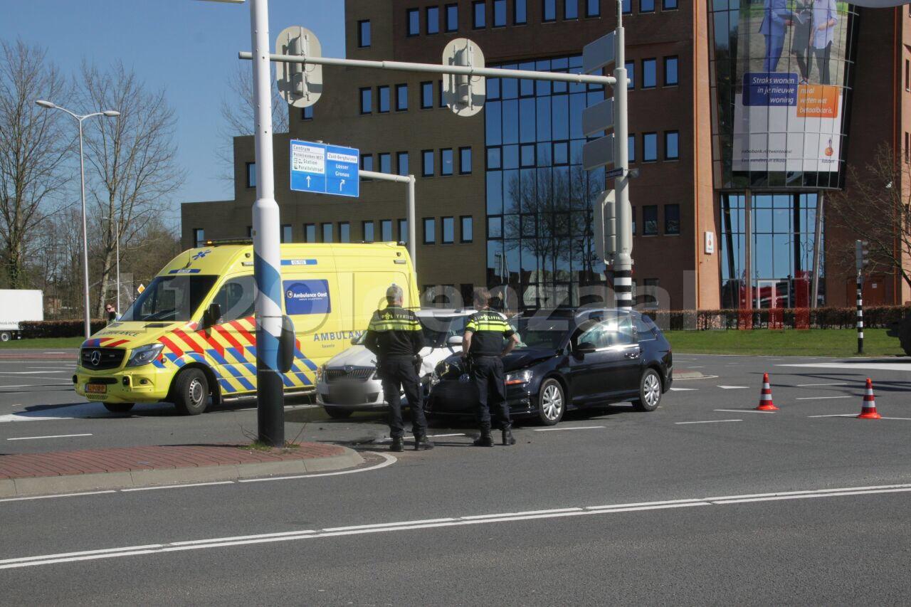Foto 2: Gewonden bij aanrijding op kruispunt Oldenzaal
