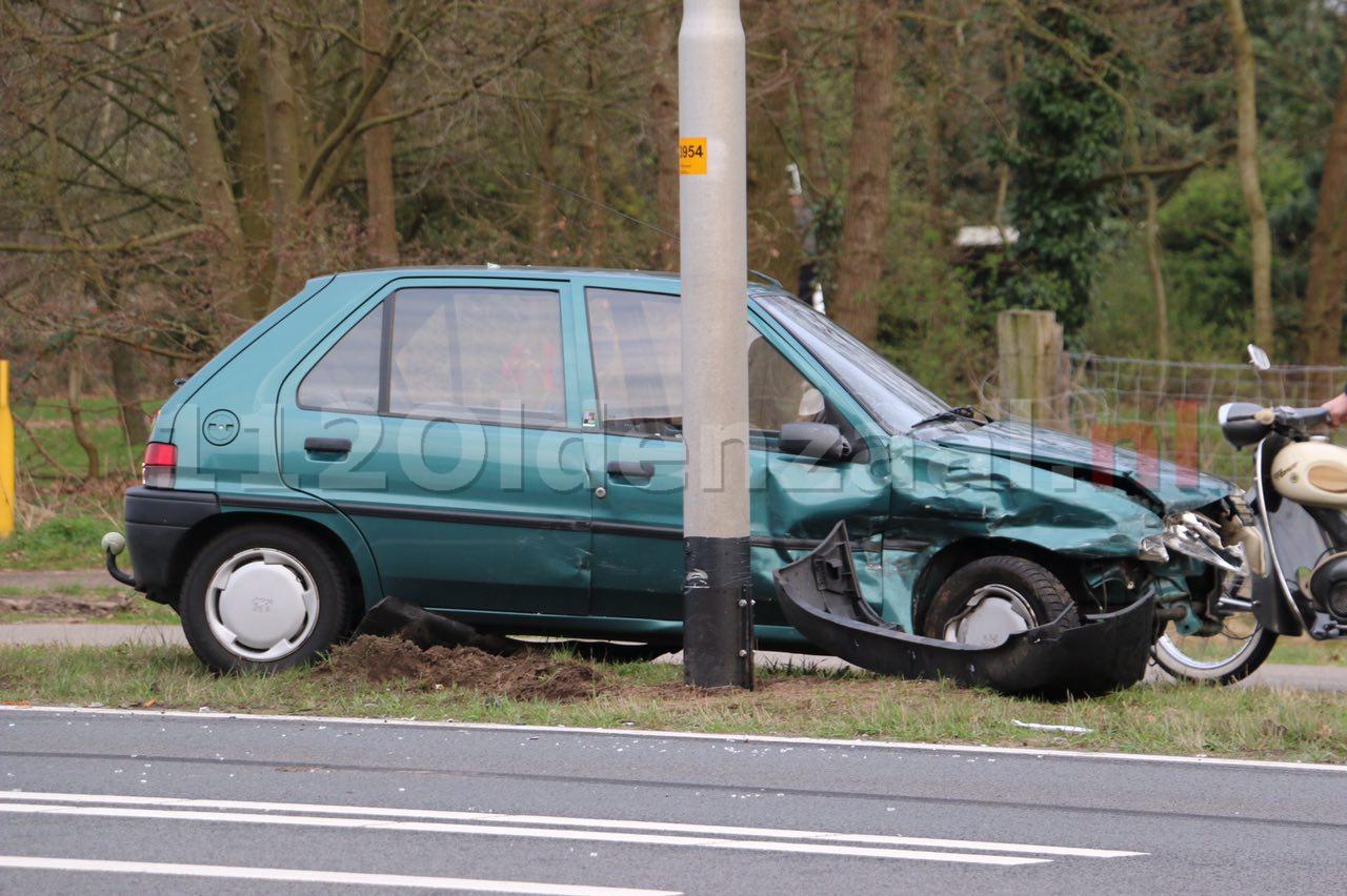 Foto 2: Forse schade bij aanrijding Hengelosestraat tussen Hengelo en Oldenzaal