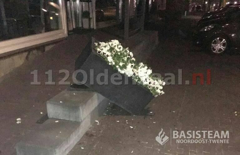 Foto 2: Vernielingen gepleegd tijdens Koningsnacht in Denekamp