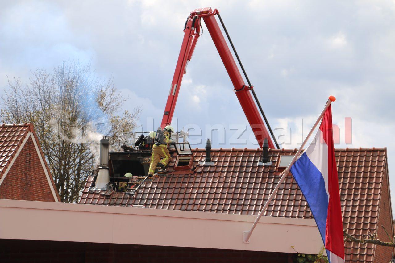 Foto 4: Forse schade bij brand in dak woning Oldenzaal