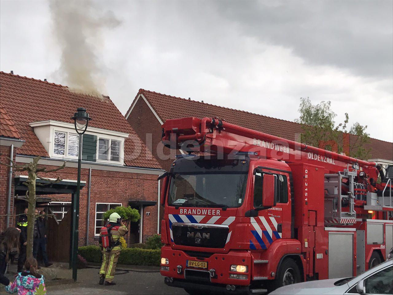 Foto 3: Forse schade bij brand in dak woning Oldenzaal