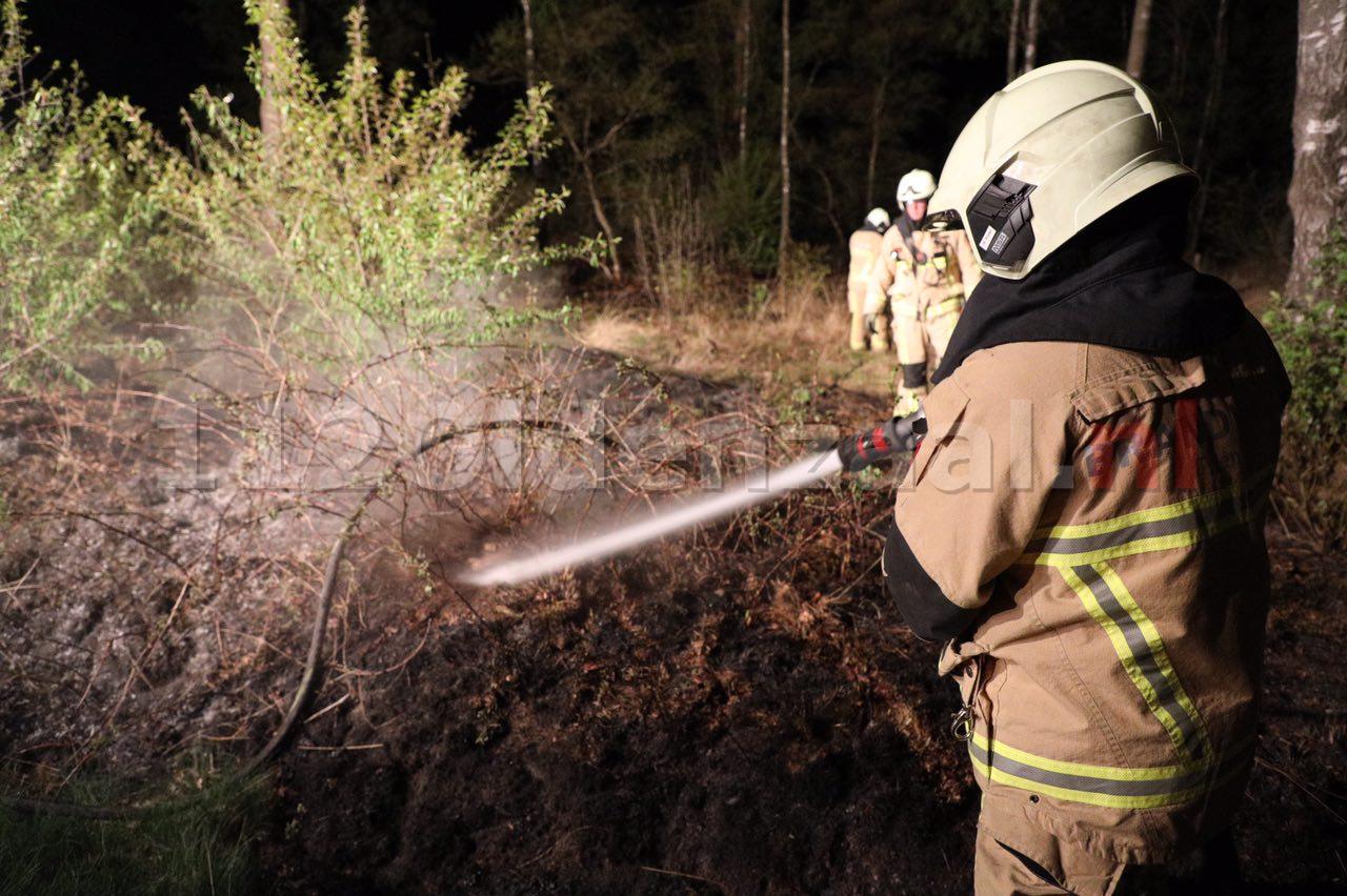 Foto: Brandweer rukt wederom uit voor natuurbrand in Denekamp