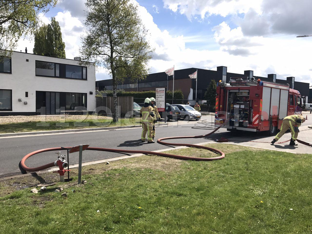 Brandweer opgeroepen voor nabluswerkzaamheden bij autobedrijf in Oldenzaal