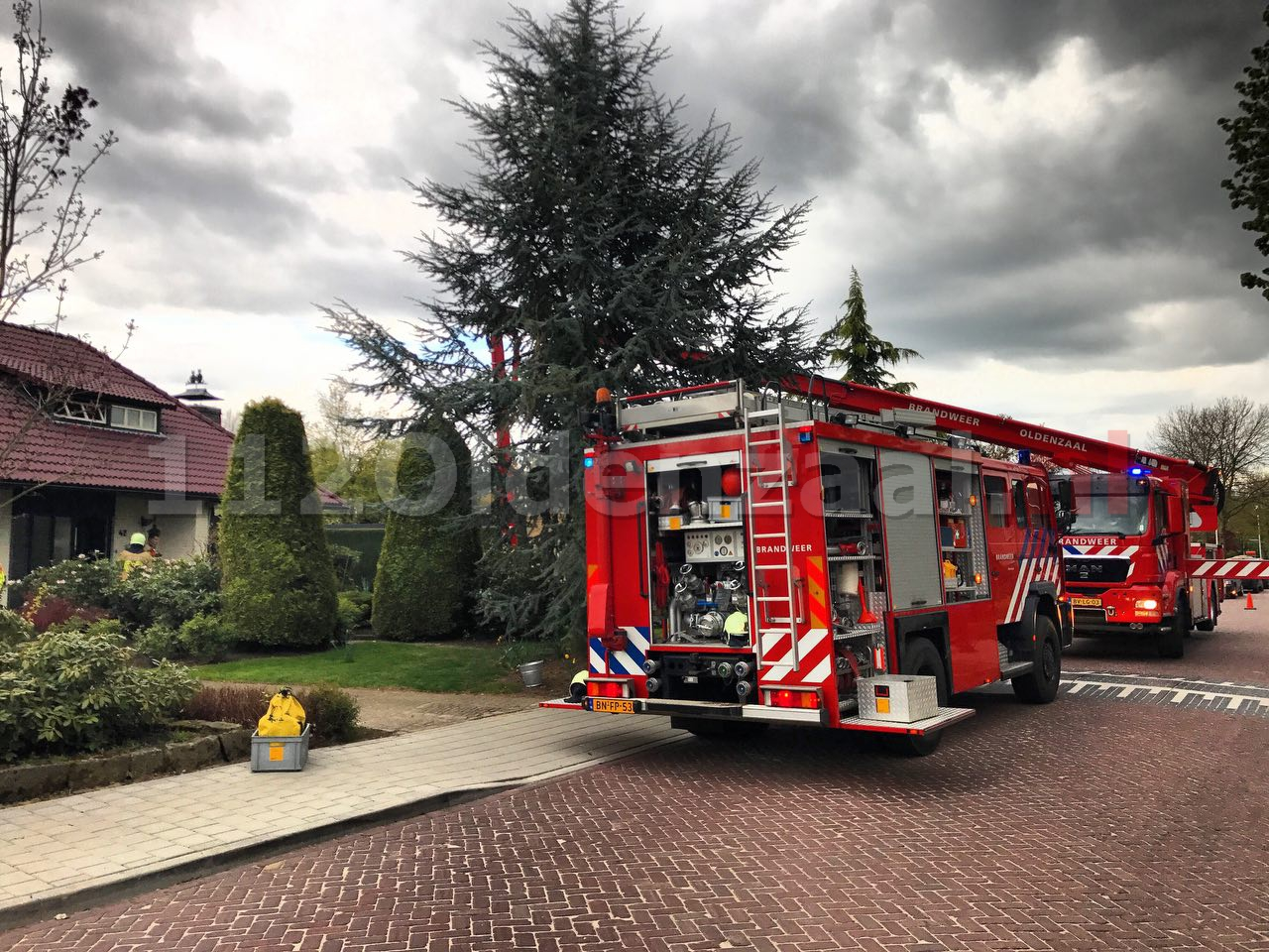 Foto 2: Brandweer rukt uit voor schoorsteenbrand Denekamp