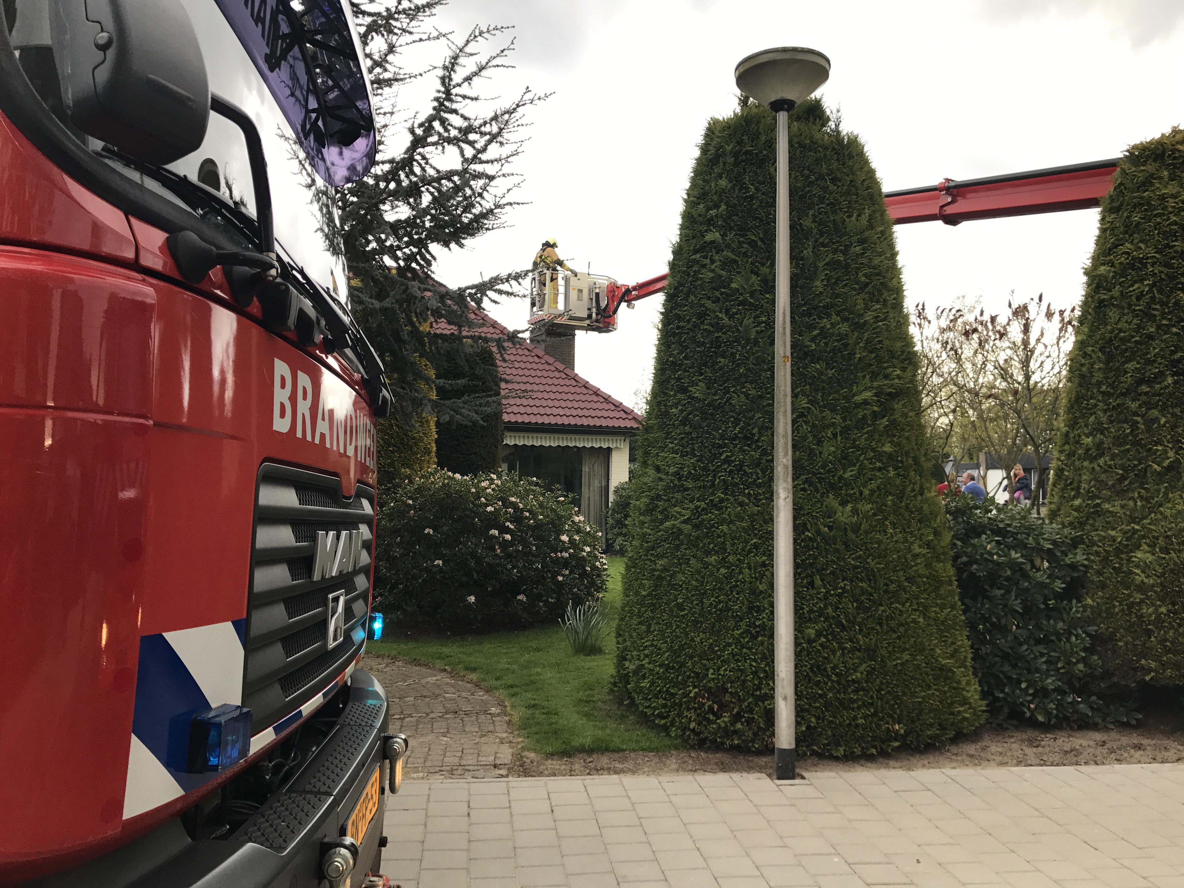 Brandweer rukt uit voor schoorsteenbrand Denekamp