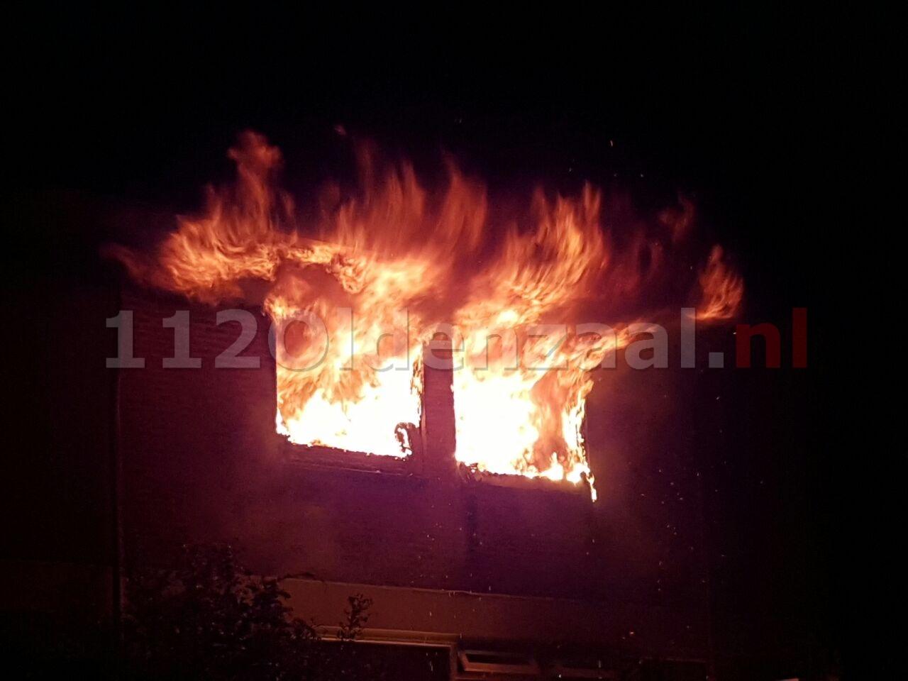Vlammenzee bij woningbrand in Hengelo