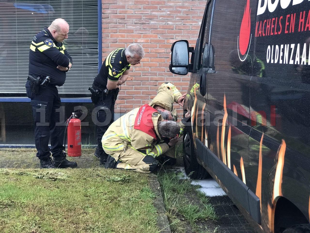 Politie doet onderzoek naar autobrand Thorbeckestraat Oldenzaal