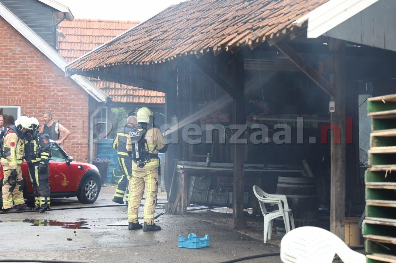 Foto 2: Schuurbrand in Rossum vermoedelijk door blikseminslag