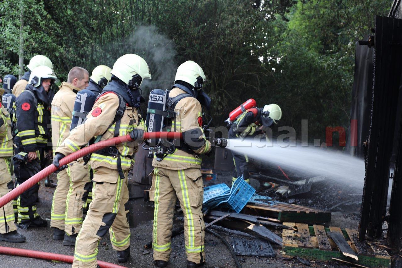 Video: Schuurbrand in Rossum vermoedelijk door blikseminslag