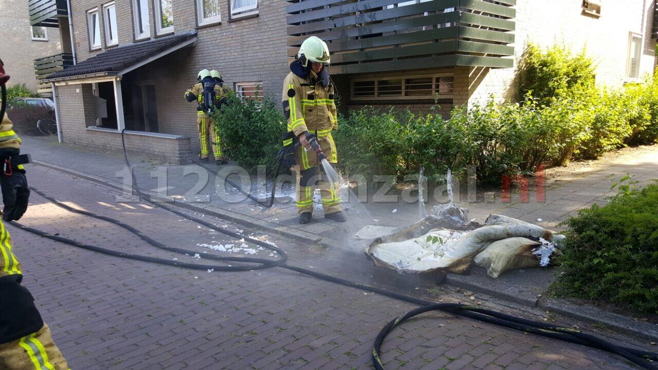 Bewoner ademt rook in bij blussen brand op slaapkamer in Losser