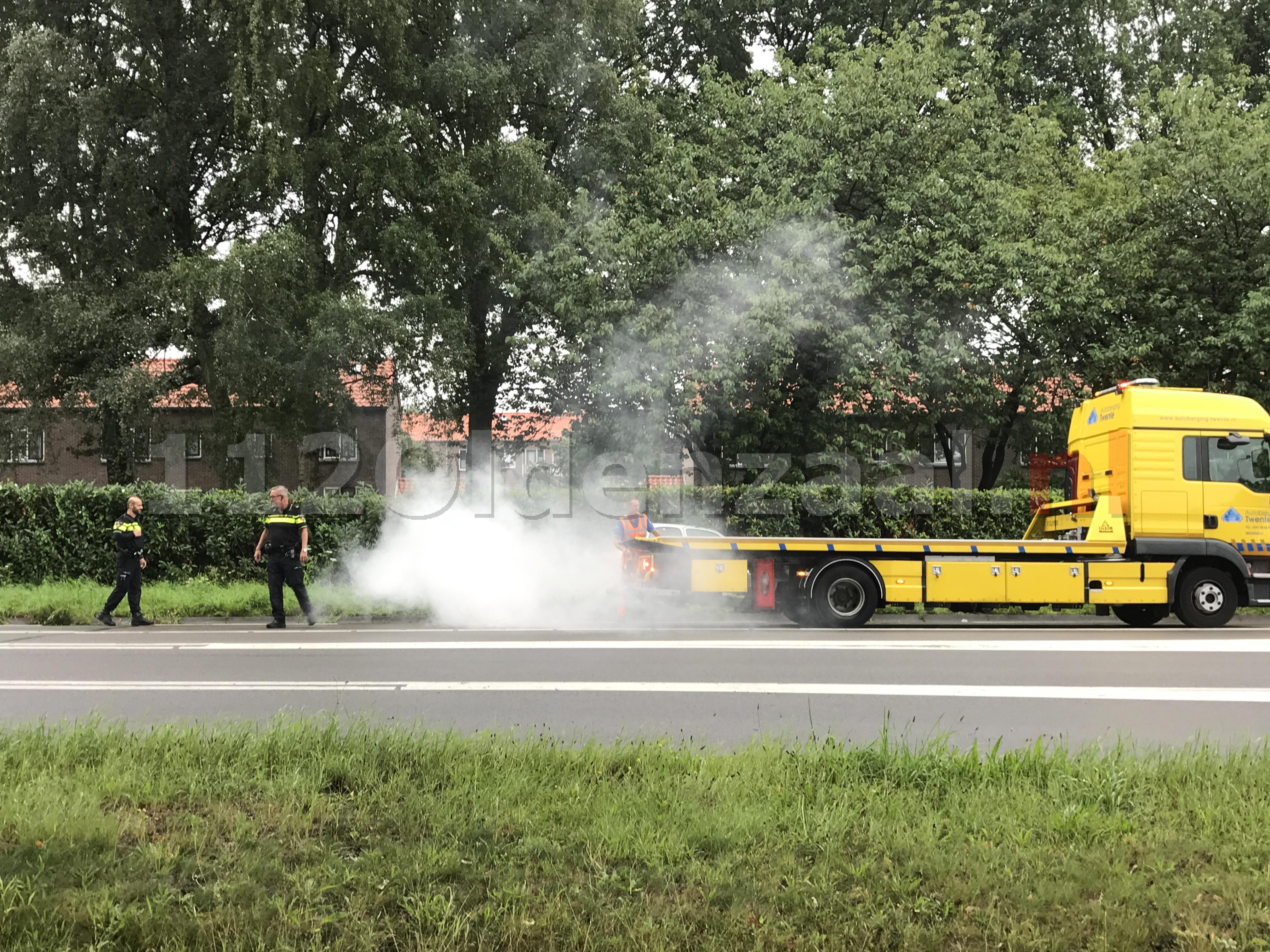 Video: Auto op zijkant rondweg Oldenzaal