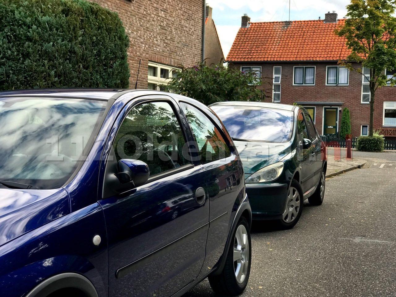 Getuigen gezocht van vernieling auto's Violenstraat Oldenzaal; 17-jarige jongen aangehouden