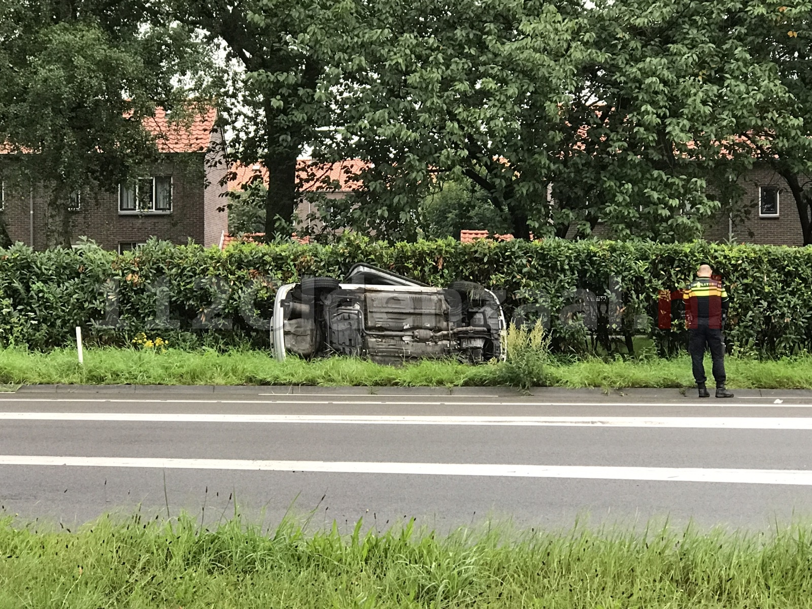 Foto: Auto op zijkant rondweg Oldenzaal