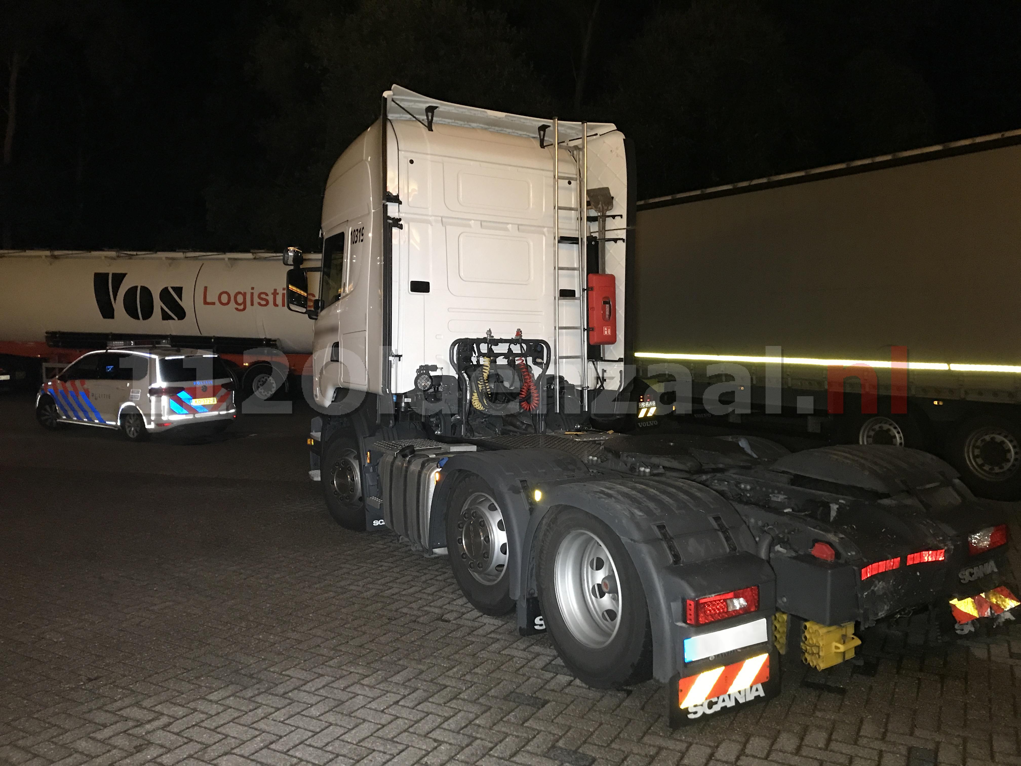 Foto 3: Automobilist omgekomen bij aanrijding op A1 De Lutte; snelweg afgesloten