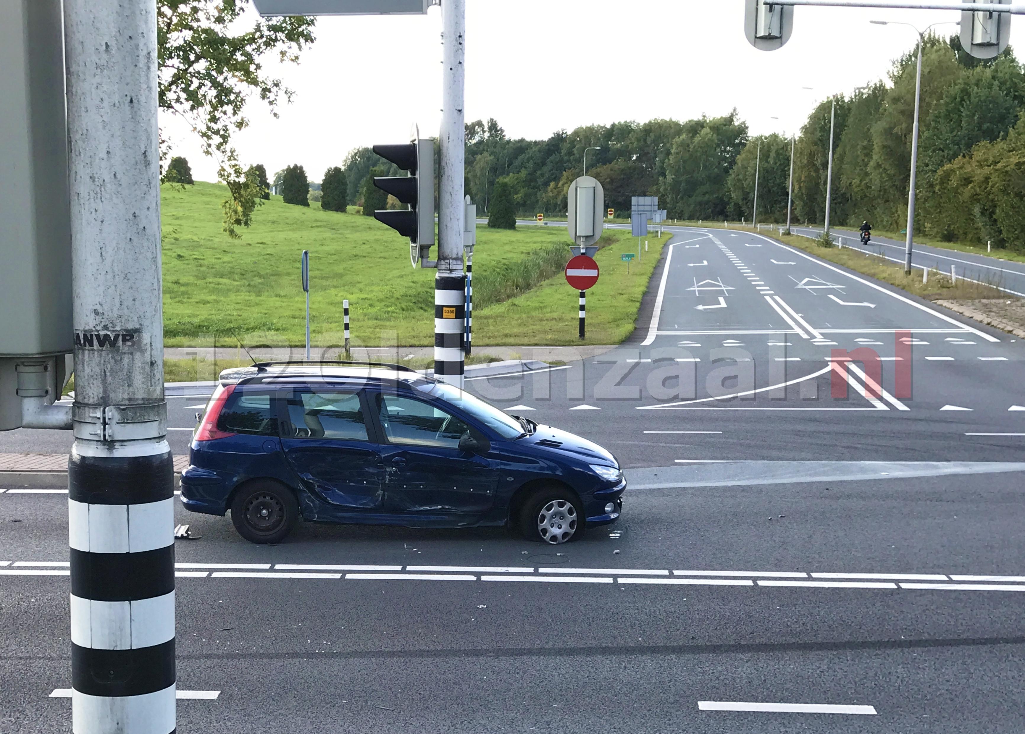 Foto 2: Aanrijding tussen drie voertuigen Enschedesestraat Oldenzaal