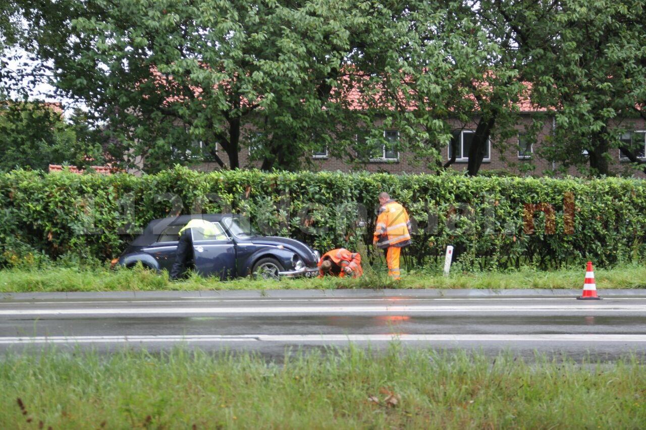 Opnieuw auto in berm Rondweg Oldenzaal