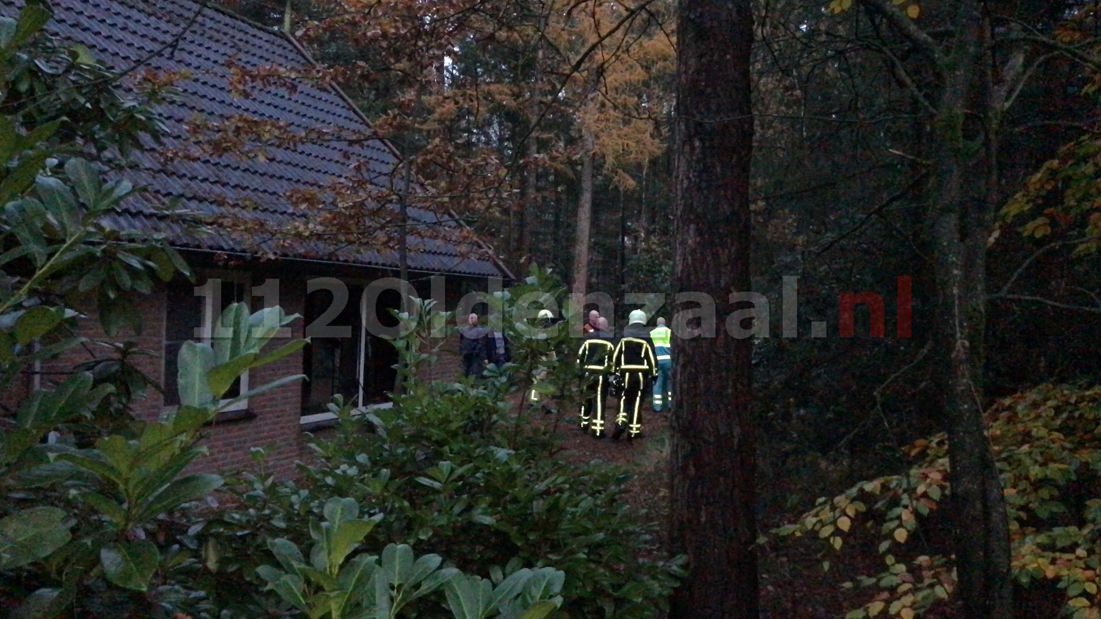 Video: Brand in vakantiebungalow in Deurningen, één persoon naar ziekenhuis