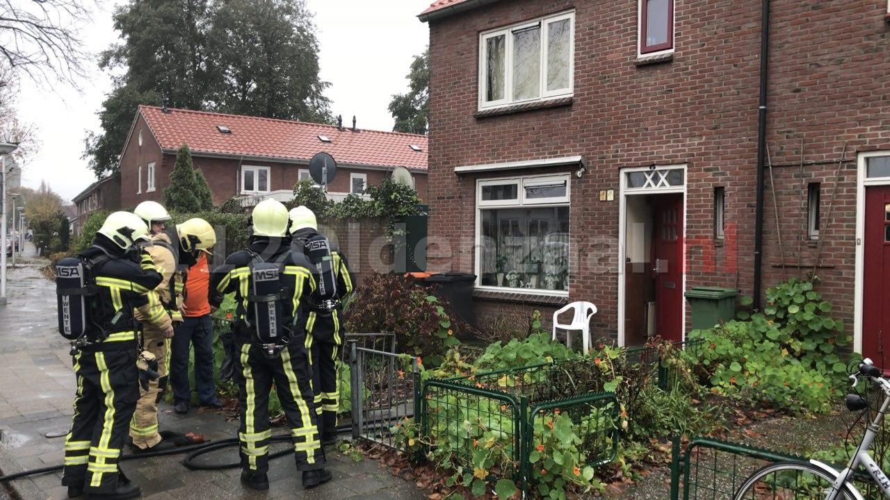 (VIDEO): Brand in woning Deken Scholtenstraat Oldenzaal; bewoner gewekt door rookmelder