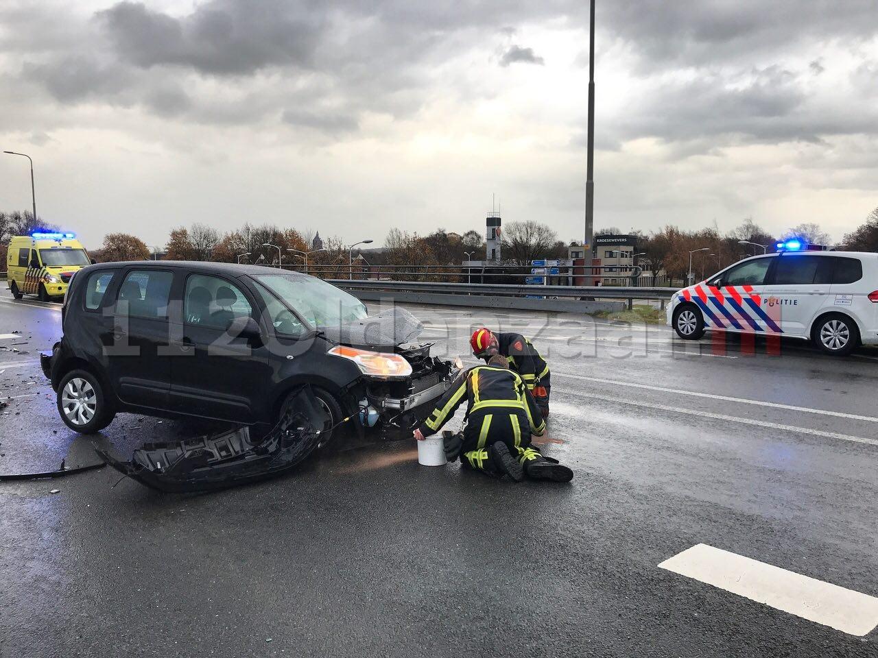 Foto 4: Twee gewonden bij frontale aanrijding op Provinciale Rondweg Oldenzaal