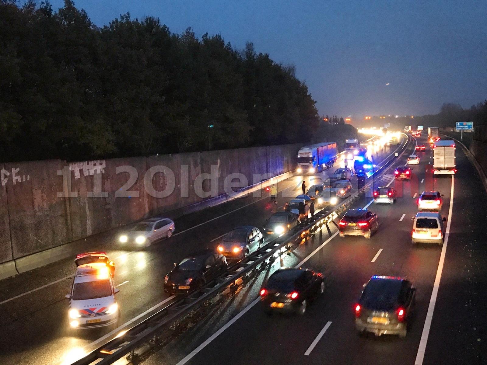 Verkeerschaos op de A1; aanrijding tussen 10 voertuigen
