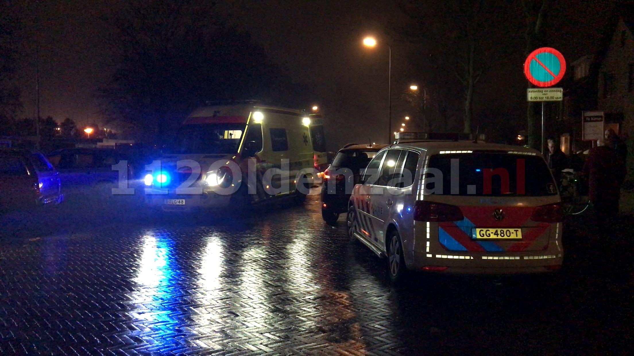 Video: Fietsster gewond naar het ziekenhuis na aanrijding in Oldenzaal