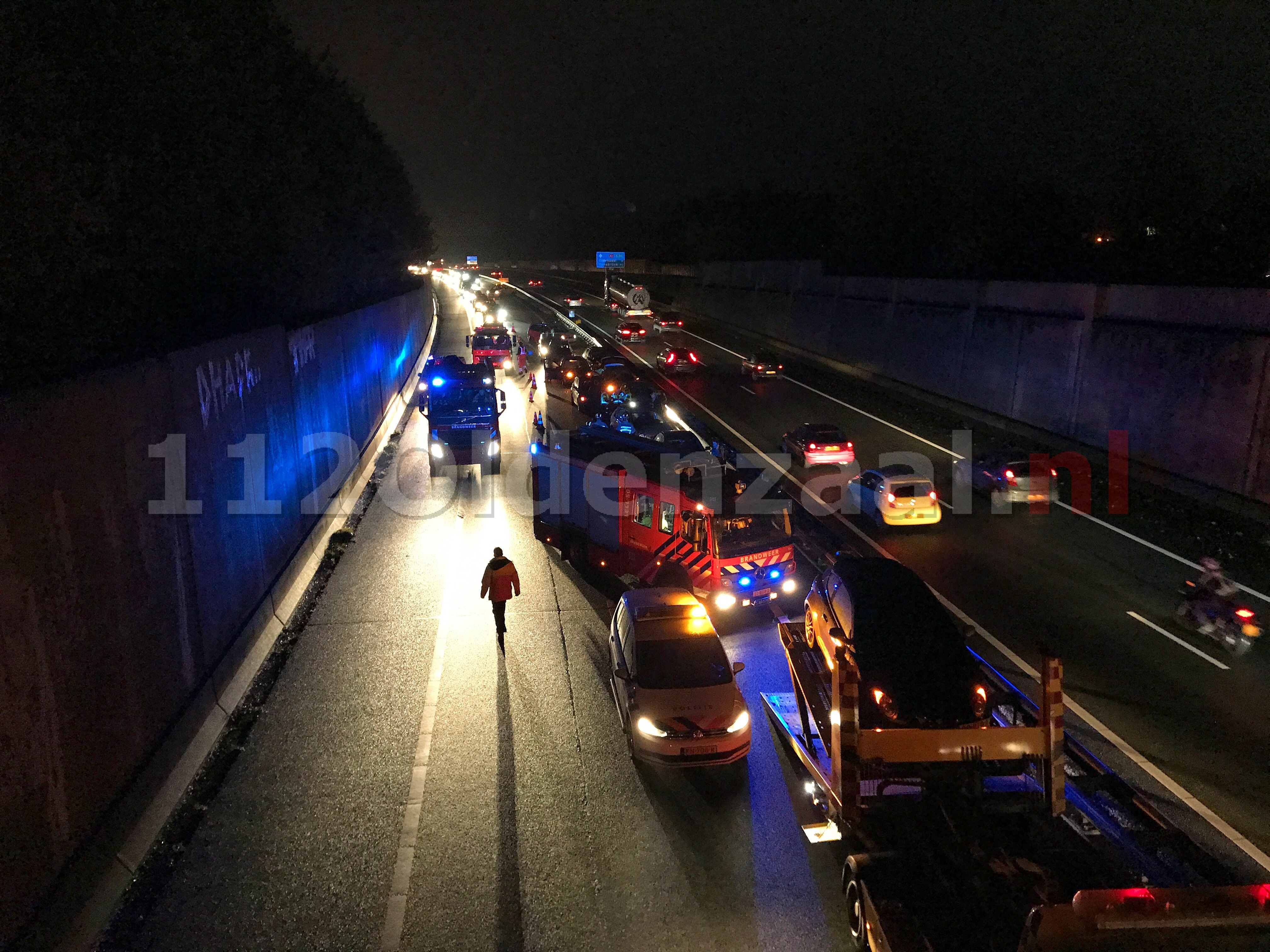 Update: Meerdere personen bekneld op de A1 na aanrijding tussen 10 voertuigen