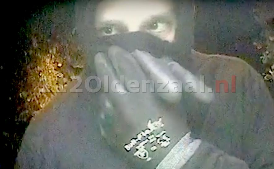 Foto's: Pinpassen gestolen uit woning Oldenzaal; verdachte op bewakingsbeelden te zien
