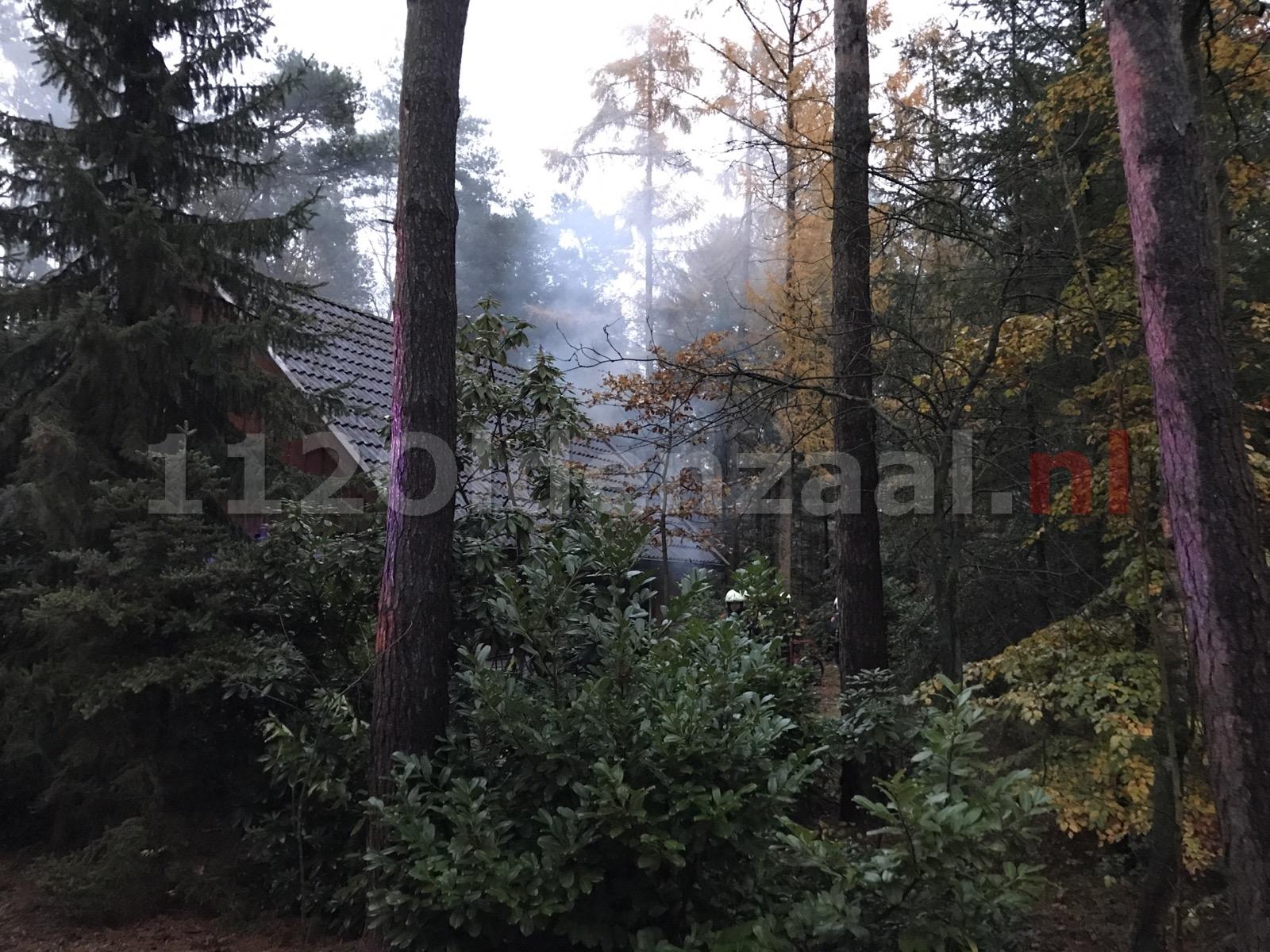 Brand in vakantiebungalow in Deurningen, één persoon naar ziekenhuis