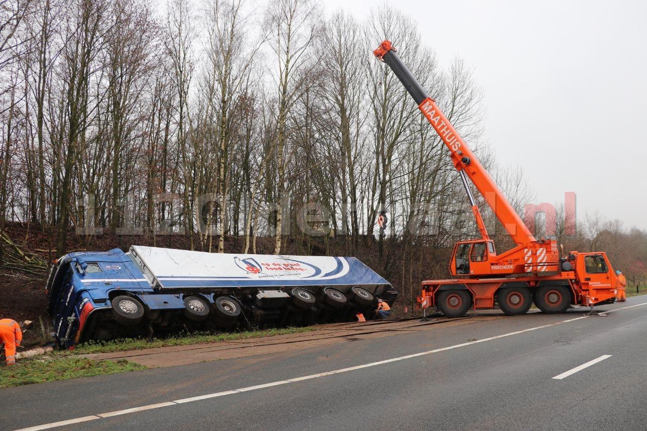 UPDATE: A1 bij Oldenzaal weer open na bergen vrachtwagen; weg uren dicht geweest