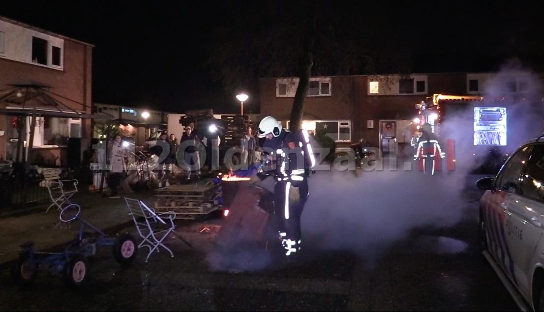 foto 2: Politie rukt massaal uit voor incident aan Het Nardusboer Oldenzaal
