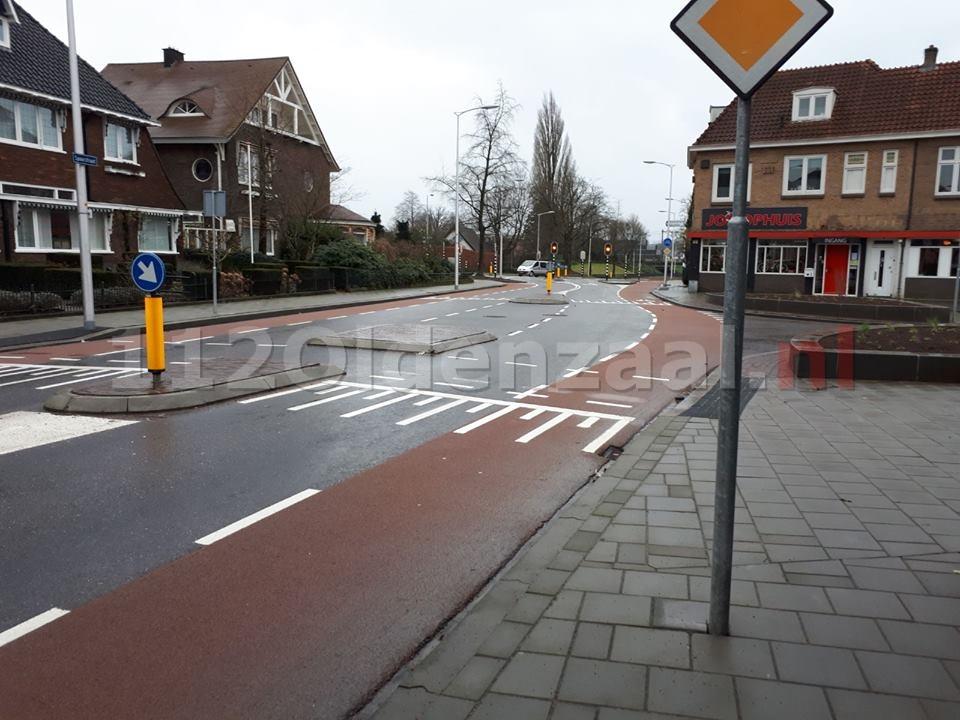 Politie zoekt automobilist en getuigen van aanrijding Spoorstraat Oldenzaal