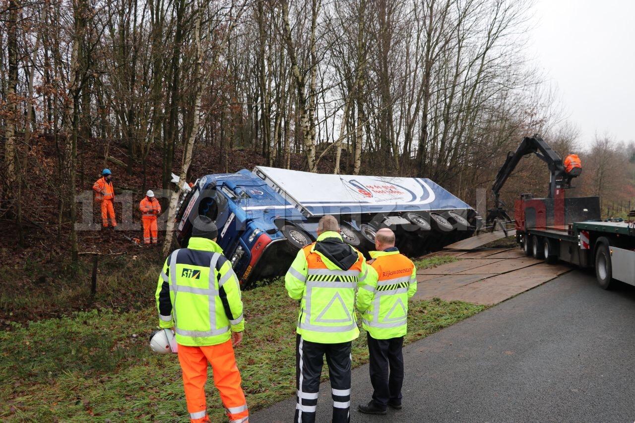 UPDATE: A1 richting Duitsland afgesloten bij Oldenzaal voor berging vrachtwagen