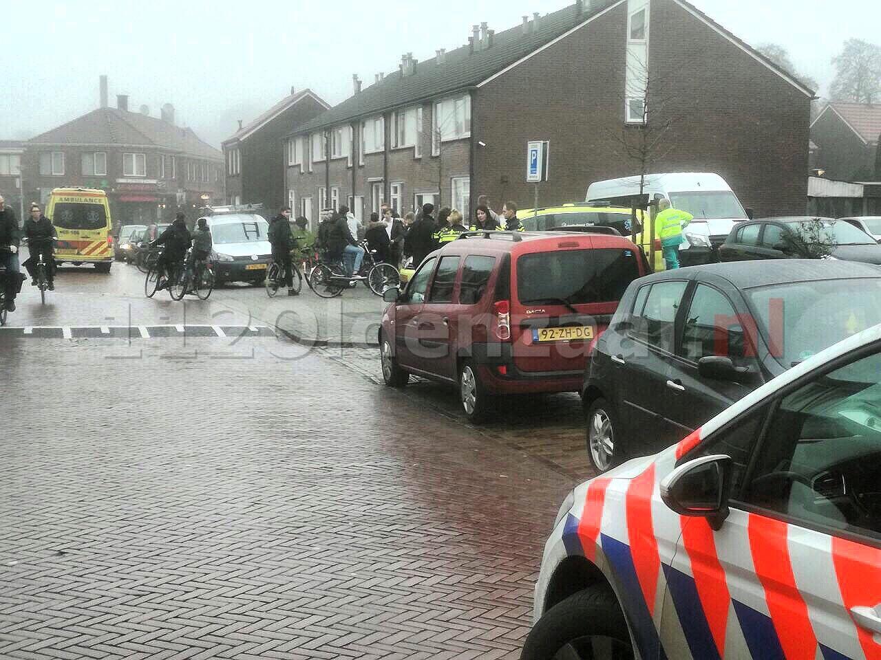 Fietser gewond naar het ziekenhuis na aanrijding met auto