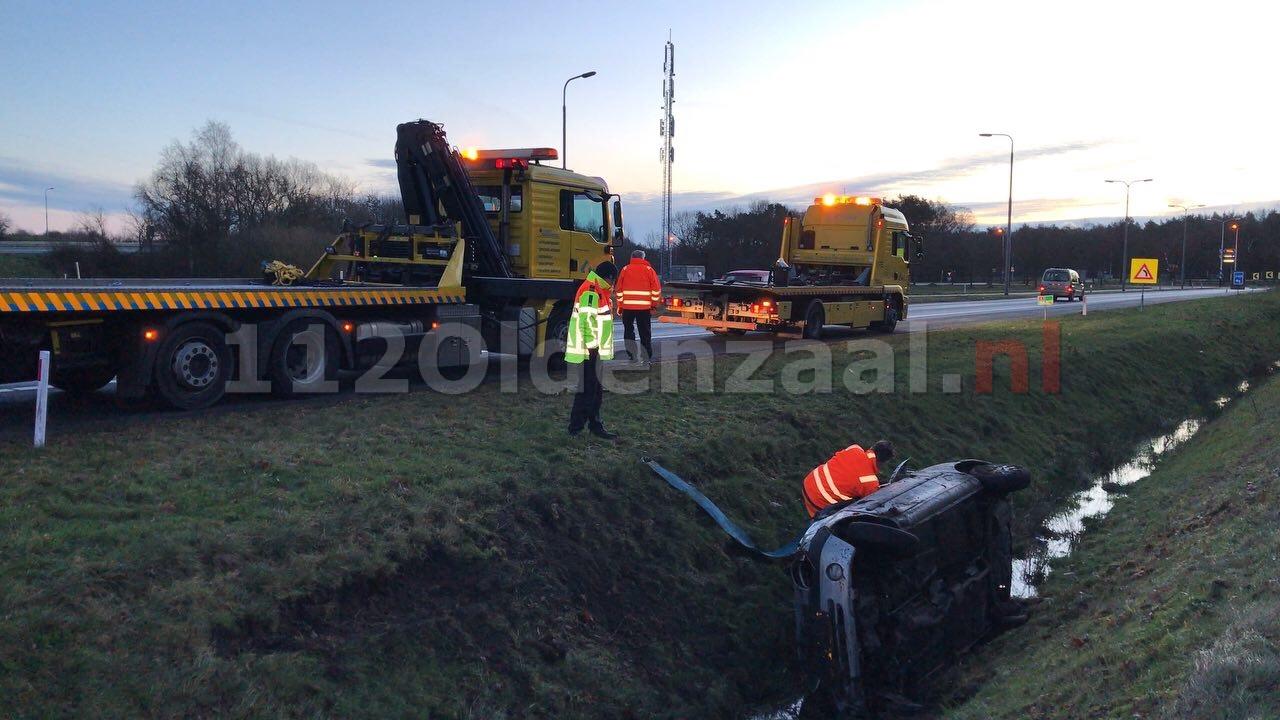 Auto belandt in sloot langs A1 bij Oldenzaal; bestuurder spoorloos