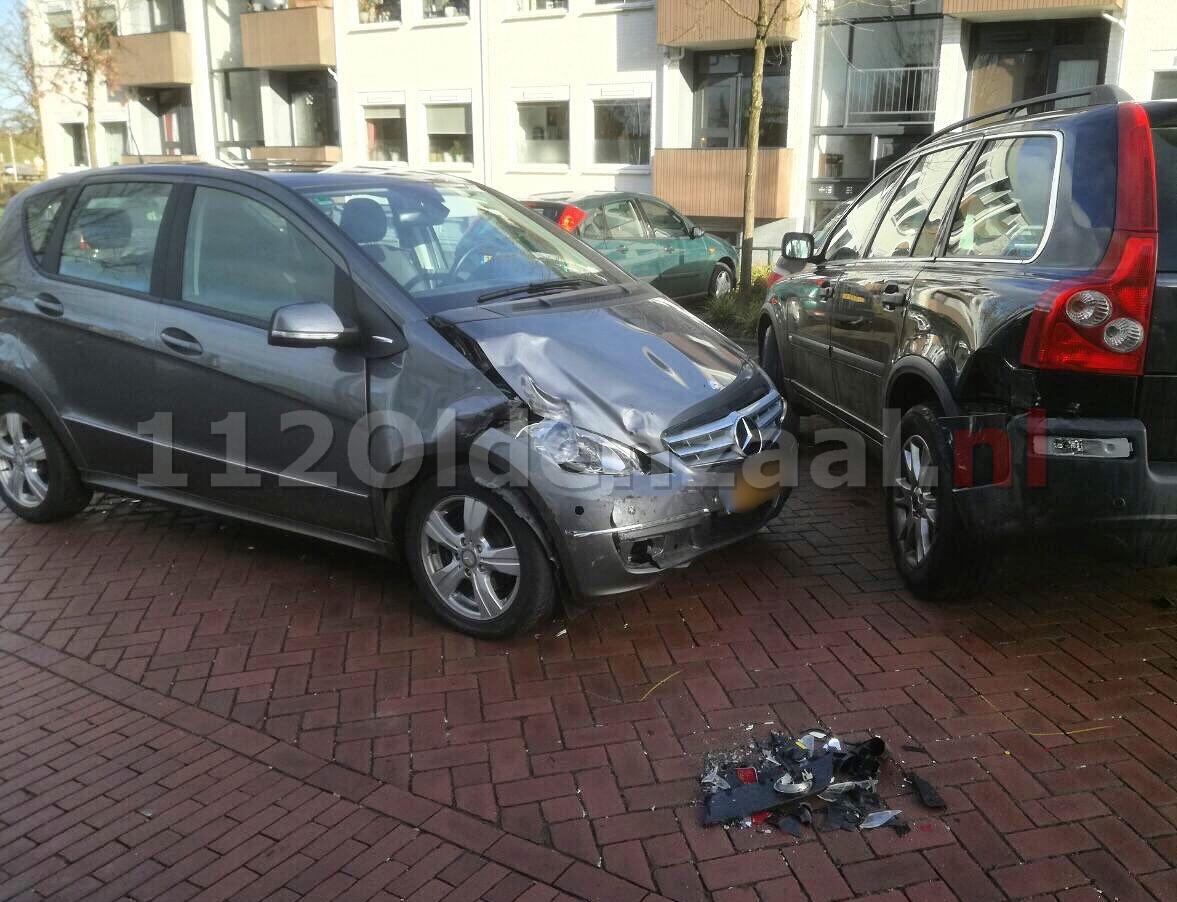 Twee auto's afgesleept na ongeval in Oldenzaal
