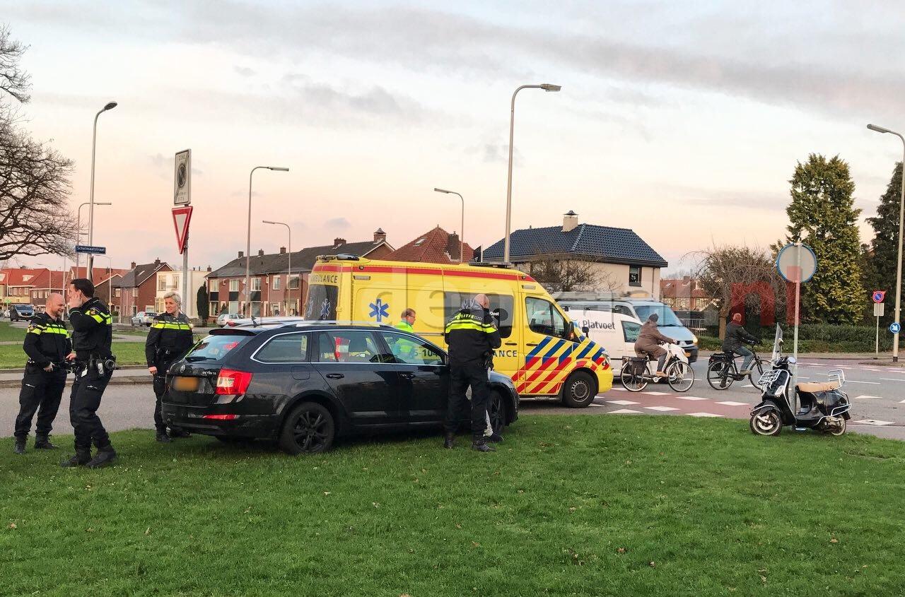 Scooterrijdster gewond na aanrijding met auto in Oldenzaal