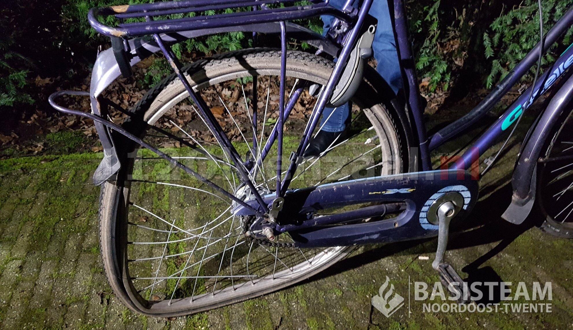 Vrouw wordt aangereden in Oldenzaal; veroorzaker rijdt door