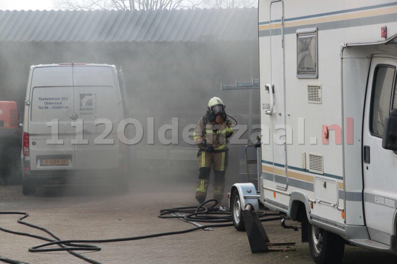 Brandweer blust brand bij bedrijf in Oldenzaal