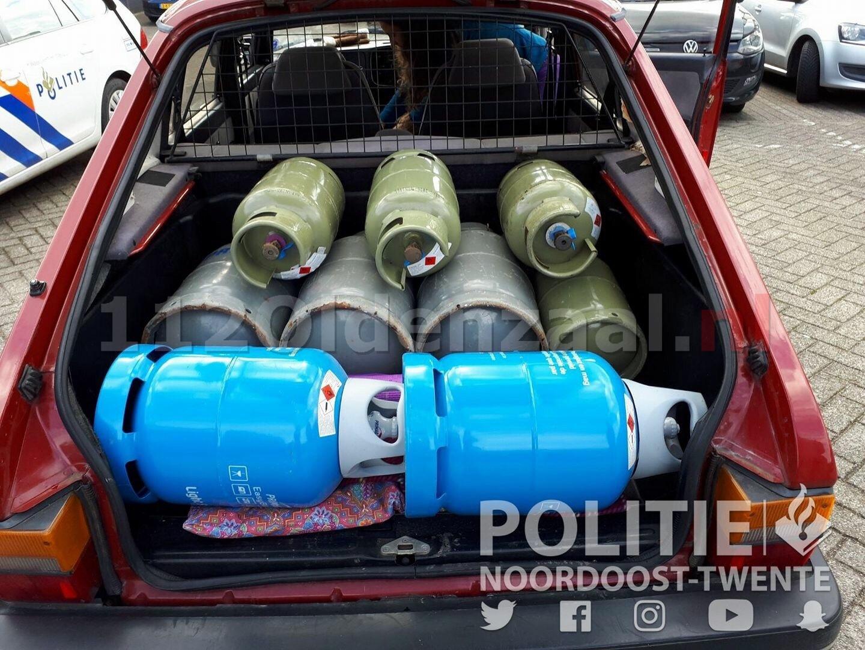 Overbeladen personenauto met volle gasflessen van de weg gehaald in Oldenzaal
