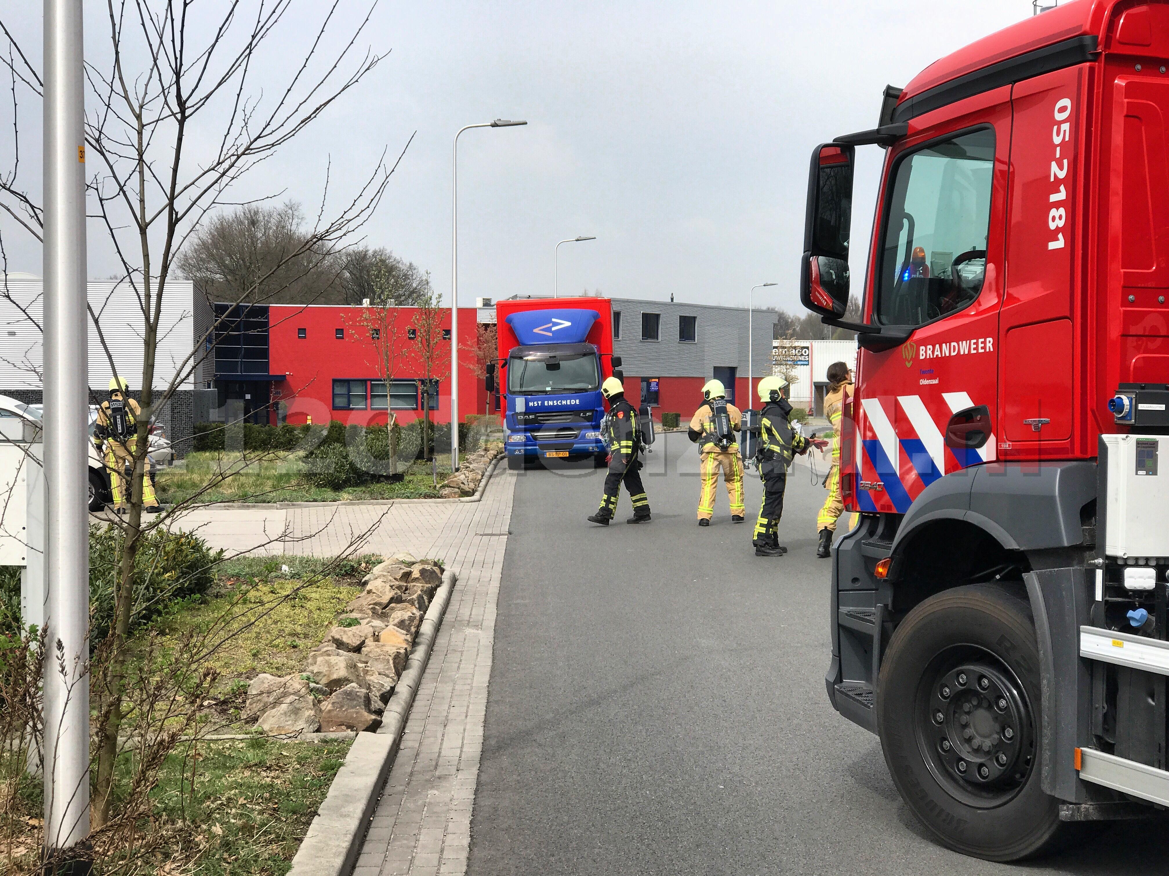 Vrachtwagen lekt gevaarlijke stof; Kleibultweg afgezet