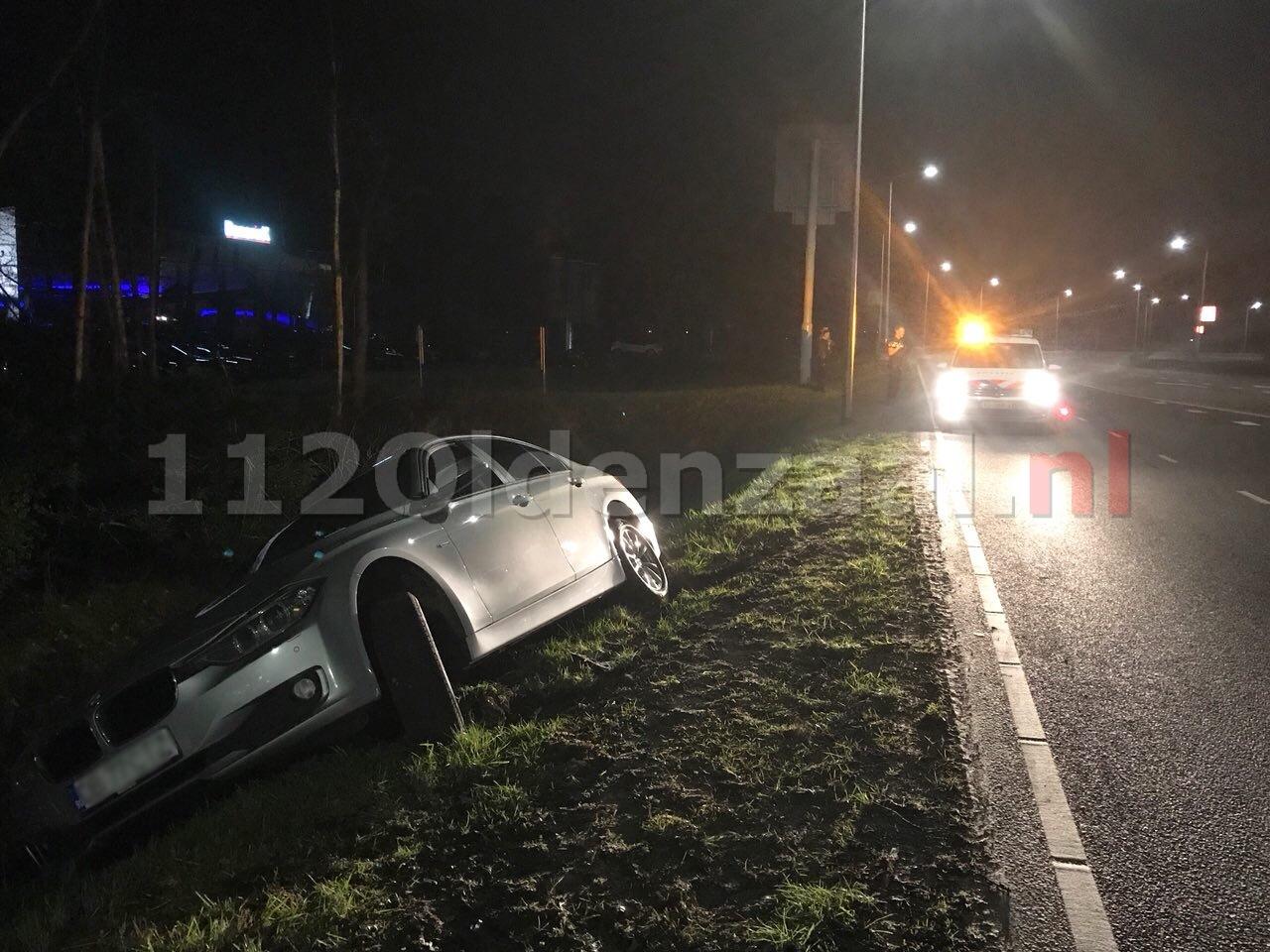 Bestuurder belandt met voertuig langs de weg in Oldenzaal; een persoon aangehouden