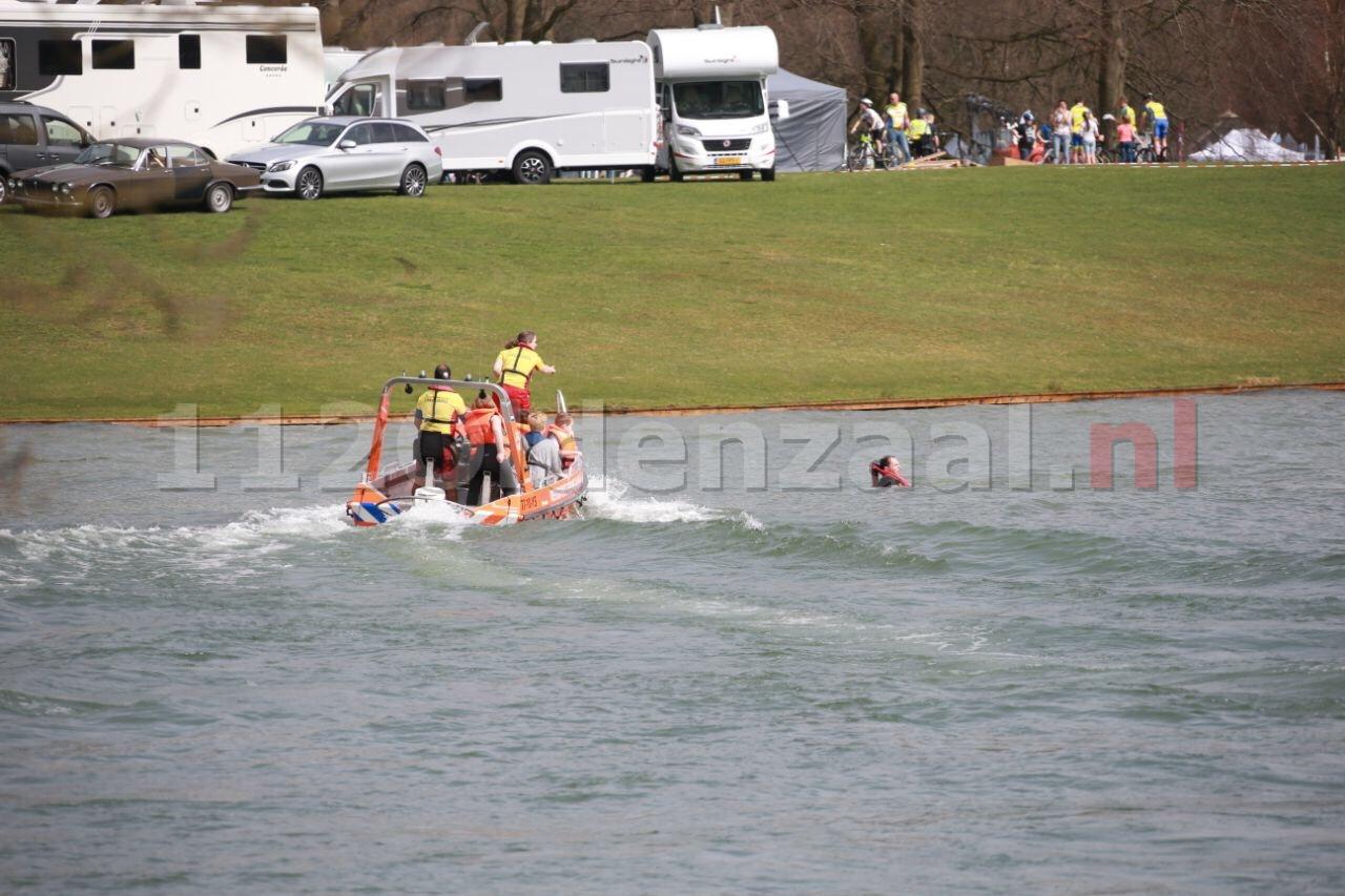 Kano slaat om op Hulsbeek; Reddingsbrigade haalt personen uit water
