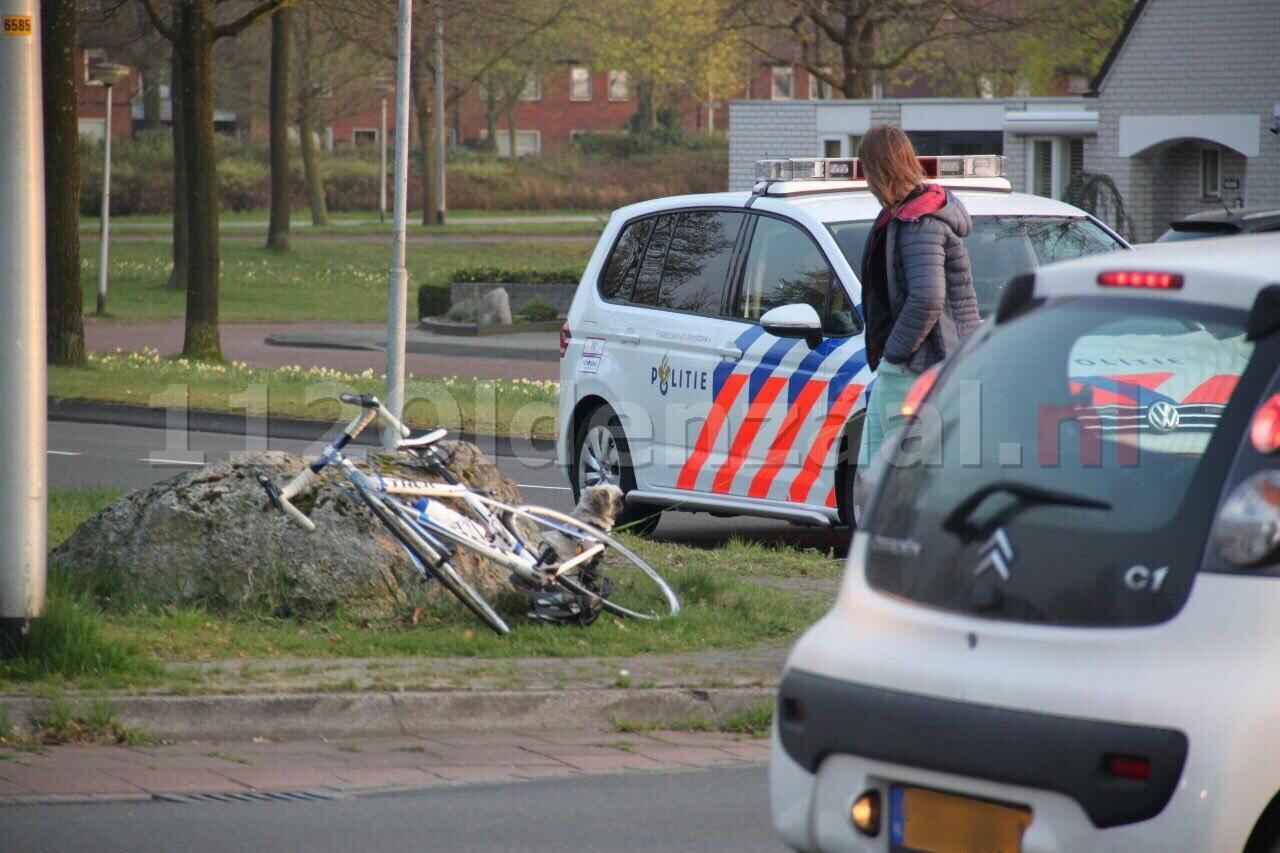 Wielrenner gewond na aanrijding met auto in Oldenzaal