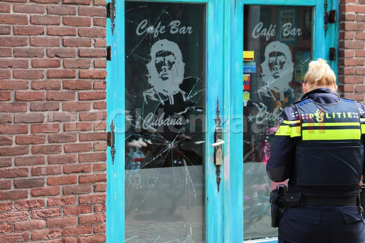 Foto's: Vernielingen gepleegd bij cafe in Oldenzaal