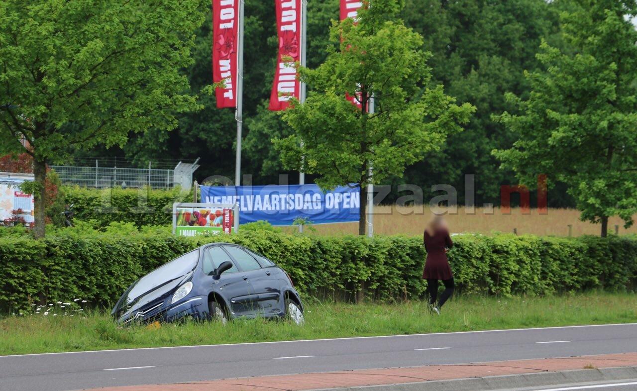 Automobiliste belandt met auto in sloot Oldenzaal