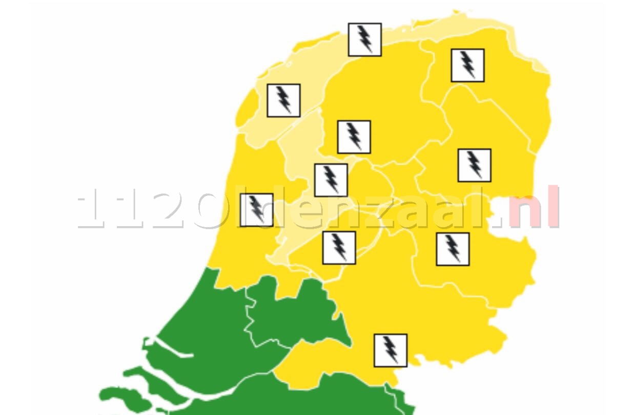 KNMI geeft code geel voor zondag; veel neerslag, onweer en windstoten verwacht