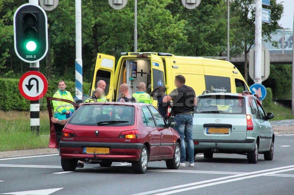 Aanrijding tussen twee auto's op Enschedesestraat Oldenzaal