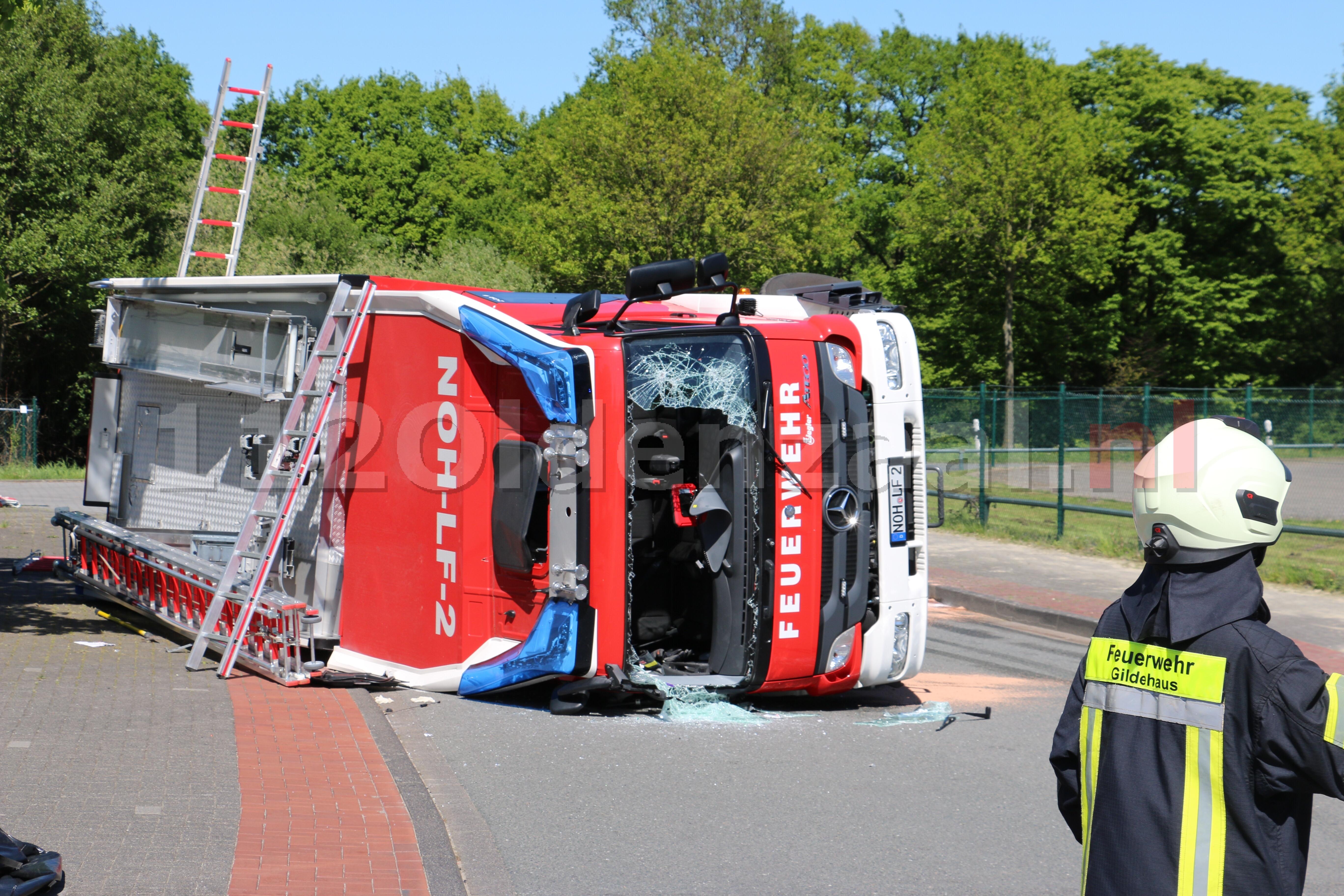 UPDATE (video): Ernstig ongeval in Bad Bentheim; brandweerwagen gekanteld
