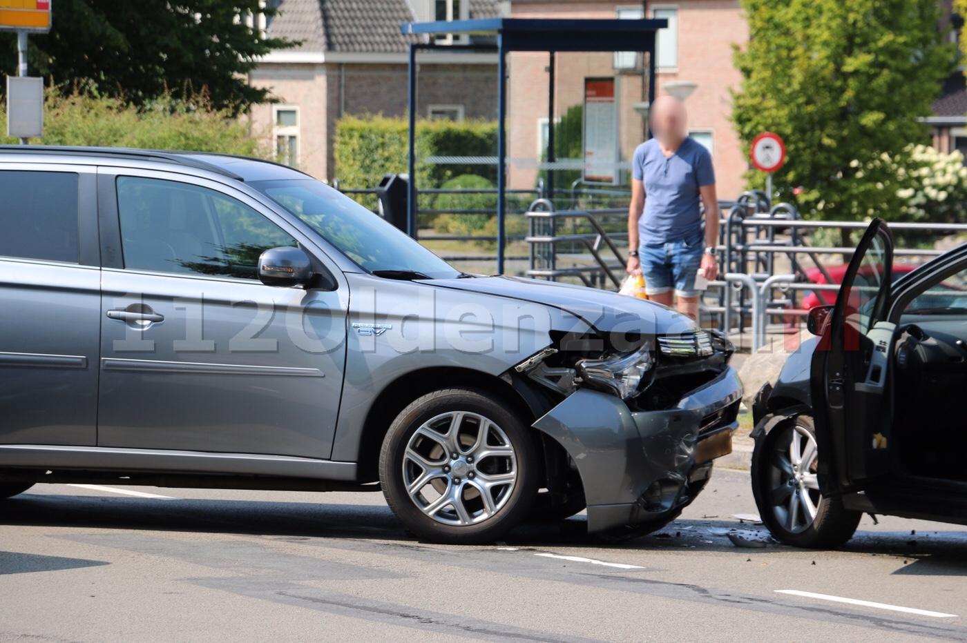 Aanrijding tussen twee auto's op Essenlaan in Oldenzaal