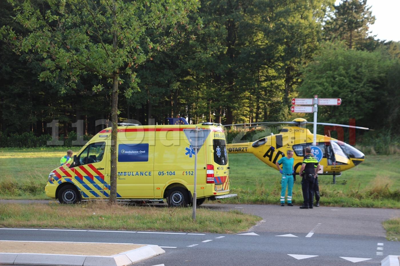 VIDEO: Bouwvakker gewond na ongeval op bouwplaats; traumahelikopter landt in Oldenzaal
